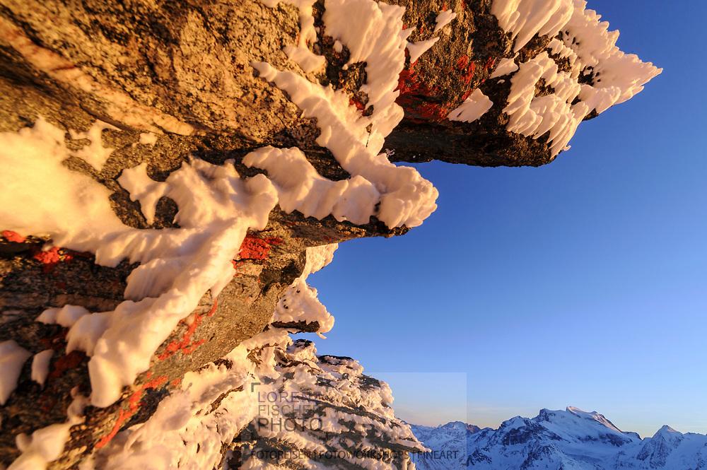 Landschaften in Gipfelnähe des Mont Fort im Skigebiet Quatre Vallée von Nendaz und Verbier mit Blick auf den Grand Combin (4314).