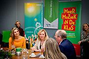 Koningin Maxima tijdens een werkbezoek aan de pabo van de Thomas More Hogeschool in Rotterdam. Daar sprak zij over de ontwikkelingen van muziekonderwijs binnen de pabo-opleidingen.Koningin Máxima is erevoorzitter van het Platform Ambassadeurs Méér Muziek in de Klas.<br /> <br /> <br /> Queen Maxima during a working visit to the teacher training colleges of Thomas More College in Rotterdam. There she spoke about the development of music education in the teacher training opleidingen.Koningin Máxima is honorary president of the Platform Ambassadors Get more Music in the Classroom.