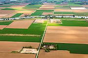 Nederland, Brabant, Gemeente Waspik, 09-05-2013; Overdiepsche polder: in het kader van het programma 'Ruimte voor de Rivier' (bescherming tegen hoogwater door rivierverruiming), zal de dijk langs de Bergsche Maas verlaagd worden. Bij hoogwater kan de Overdiepse polder overstromen. De boerderijen in de polder worden gesloopt en verplaatst naar de dijk van het Oude Maasje  (boven in beeld). De nieuwe boerderijen met bijgebouwen komen op terpen.<br /> Depoldering of Overdiep Polder, farms are relocated and built on mounds. This makes it possible for the river to overflow the polder in case of heigh waters.<br /> luchtfoto (toeslag op standard tarieven);<br /> aerial photo (additional fee required);<br /> copyright foto/photo Siebe Swart.