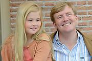 Koninklijke fotosessie 2013 op landgoed De Horsten ( het huis van de koninklijke familie)  in Wassenaar.<br /> <br /> Royal photoshoot 2013 at De Horsten estate (the home of the royal family) in Wassenaar.<br /> <br /> Op de foto / On the photo:  Prinses Amalia en Koning Willem Alexander