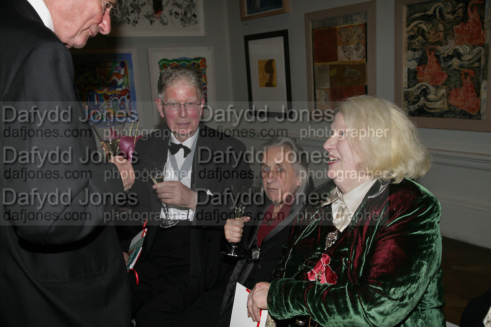 Len McComb, Jean Cook and Gillian Ayres, Royal Academy Annual Dinner. Piccadilly. London. 5 June 2007.  -DO NOT ARCHIVE-© Copyright Photograph by Dafydd Jones. 248 Clapham Rd. London SW9 0PZ. Tel 0207 820 0771. www.dafjones.com.