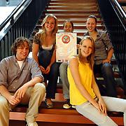 NLD/Huizen/20070614 - Leerlingen van de Huizermaatschool Huizen zijn klaar met hun  internationaliserings project