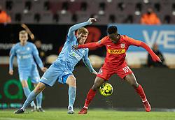 Mathias Nielsen (Randers FC) og Kamal-Deen Sulemana (FC Nordsjælland) under kampen i 3F Superligaen mellem FC Nordsjælland og Randers FC den 19. oktober 2020 i Right to Dream Park, Farum (Foto: Claus Birch).