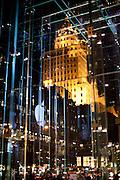 New York, New York. Etats Unis. 18 Decembre 2010.Le magasin Apple de la 5eme Avenue..New York, New York. United States. December 18th 2010.The Apple Store on 5th Avenue.