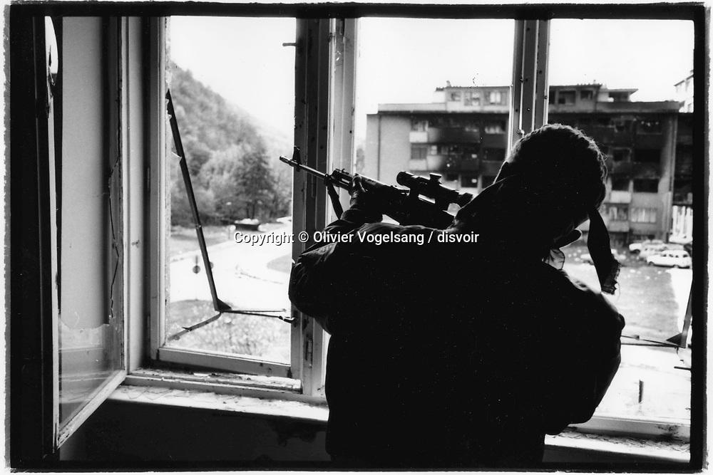 Bosnie. Nove Travnik. Sniper croate (HVO). Ici l'ennemi est bosniaque.
