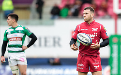 Scarlets' Gareth Davies<br /> <br /> Photographer Simon King/Replay Images<br /> <br /> EPCR Champions Cup Round 3 - Scarlets v Benetton Rugby - Saturday 9th December 2017 - Parc y Scarlets - Llanelli<br /> <br /> World Copyright © 2017 Replay Images. All rights reserved. info@replayimages.co.uk - www.replayimages.co.uk