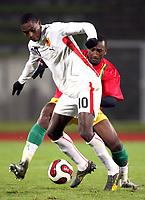Fotball<br /> 20.11.2007<br /> Angola v Guinea<br /> Foto: Dppi/Digitalsport<br /> NORWAY ONLY<br /> <br /> FOOTBALL - FRIENDLY GAMES 2007/2008 - ANGOLA v GUINEA - 20/11/2007 - MANUCHO (ANG) / KAMIL ZAYATTE (GUI)