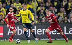 Lasse Vigen (Brøndby IF) følges af Kasper Enghardt (Lyngby BK) under kampen i 3F Superligaen mellem Brøndby IF og Lyngby Boldklub den 1. marts 2020 på Brøndby Stadion (Foto: Claus Birch).