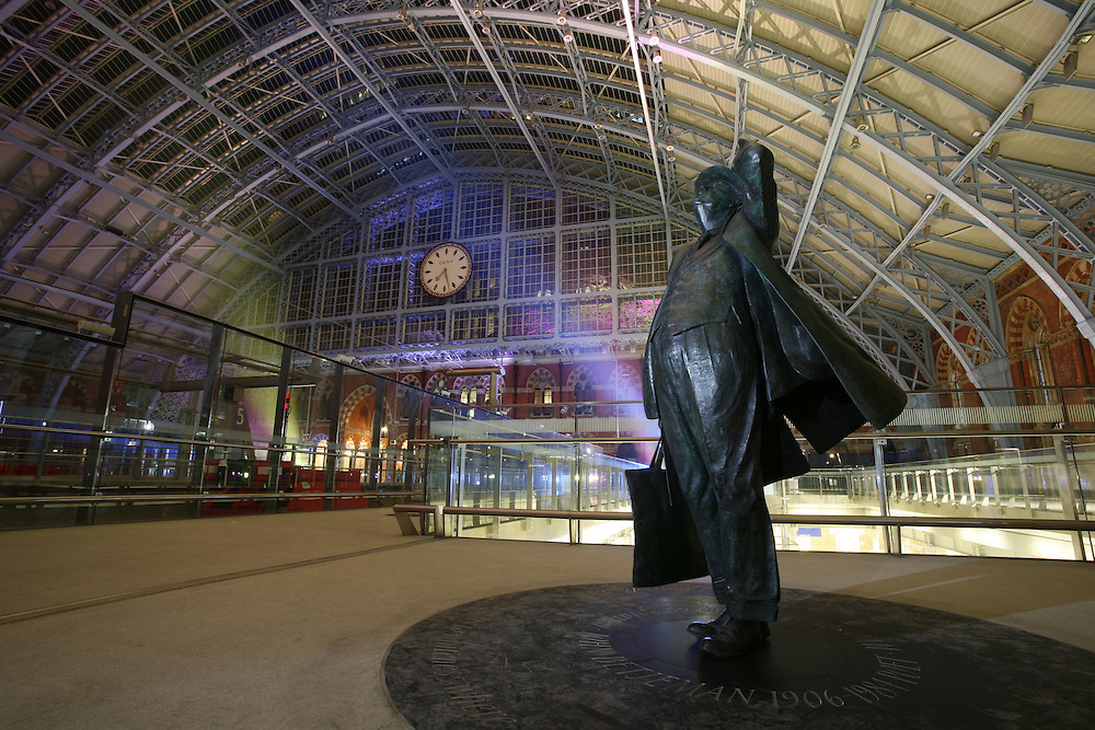 Photographs of the redeveloped St Pancras Train Station and London Underground stations for Bechtel Engineering.
