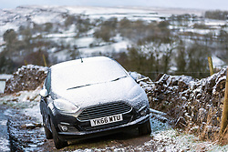 © Licensed to London News Pictures. 28/01/2020. Ribblehead UK. Car's travel around the Yorkshire Dales in the snow this morning. Photo credit: Andrew McCaren/LNP