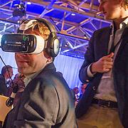 NLD/Rotterdam/20160113 - NL Groeit 2015, ronde tafelgesprek ondernemers, VR bril