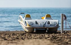 THEMENBILD - ein Tretboot in Form eines Autos am Strand. Lignano ist ein beliebter Badeort an der italienischen Adria-Küste, aufgenommen am 16. Juni 2019, Lignano Sabbiadoro, Italien // a pedalo in the shape of a car on the beach. Lignano is a popular seaside resort on the Italian Adriatic coast on 2019/06/16, Lignano Sabbiadoro, Italy. EXPA Pictures © 2019, PhotoCredit: EXPA/ Stefanie Oberhauser