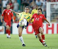 Fotball<br /> Confederation Cup 2003<br /> Ricardinho - Brasil<br /> Gokdeniz Karadeniz - Tyrkia<br /> Foto: Matthias Hangst, Digitalsport