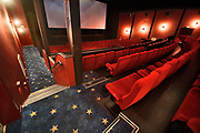 Nederland, Nijmegen, 21-11-2020  Het Coarolus theater op Plein44 is een mooi voorbeeld van wederopbouwarchitectuur uit begin jaren 50 . Deze bioscoop dateert van 1954 en werd gebouwd tijdens de herbouw van de nijmeegse binnenstad, die door een vergissingsbombardement in de tweede wereldoorlog werd platgegooid. Onderdeel van bioscoopmaatschappij VUE cinema . Het zal op termijn gesloten worden .Foto: ANP/ Hollandse Hoogte/ Flip Franssen