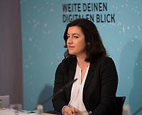 DEU, Deutschland, Germany, Berlin, 10.10.2018: Dorothee Bär (CSU), Staatsministerin für Digitales, bei der Digitalen Jugendpressekonferenz der Vodafone Stiftung Deutschland.