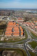 Nederland, Zuid-Holland, Pijnacker, 20-03-2009; Pijnacker-Zuid met nieuwbouwwijken, gezien naar het Noorden en langs de Klapwijkseweg met links de Randstadrail. Op het middenplan de eerdere nieuwbouwwijk Klapwijk en de oude dorpskern, Nootdorp en Leidschendan aan de verre horizon. In de voorgrond nieuw aangelegde wegen en rotondes. New housing estates of the village of Pijnacker, between the motorways. In the foreground newly constructed roads and roundabouts. Left the light rail..Swart collectie, luchtfoto (toeslag); Swart Collection, aerial photo (additional fee required); .foto Siebe Swart / photo Siebe Swart