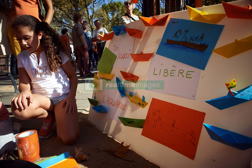 October 6, 2018 - Lyon, France - Children draw for the Aquarius boat. Many people gathered to demand a flag-flying for the Aquarius, only boat staying in the Mediterranee Sea to assist at sea refugees on inflatable crafts in distress. Some EU states accused the Aquarius to work with smugglers and denied her the right to accost. After Panama take off its flag-flying, the Aquarius is now without flag-flying as France refuses to give its even if the Aquarius is chartering by the French NGO MSF (Doctors Without borders) and SOS Mediterranee. Toulouse. France. October 6th 2018. (Credit Image: © Alain Pitton/NurPhoto/ZUMA Press)