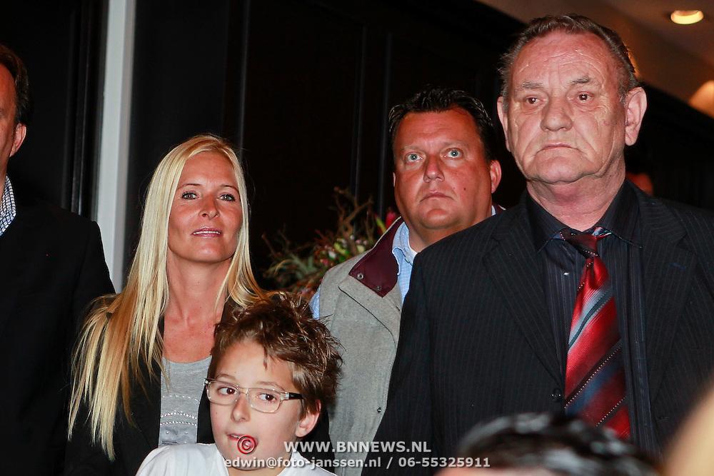 NLD/Utrecht/20110330 - Persconferentie Frans Bauer ivm nieuwe dvd en Ahoy concerten, partner Mariska, zoon Christiaan en vader Chris