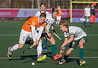 ROTTERDAM -  Floris Wortelboer (Bldaal) met Menno Boeren (Rotterdam)  en Justen Blok (Rotterdam)  tijdens de competitie hoofdklasse hockeywedstrijd mannen,  Rotterdam-Bloemendaal (1-2).  COPYRIGHT  KOEN SUYK
