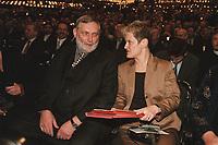 18 JAN 2001, BERLIN/GERMANY:<br /> Dr. Franz Fischler (L), EU Kommisar fuer Landwirtschaft, und Renate Kuenast (R), B90/Gruene, Bundeslandwirtschafts- und verbraucherschutzministerin, im Gespraech, Eroeffnungsfeier Internationale Gruene Woche Berlin 2001, ICC Berlin<br /> IMAGE: 20010118-02/01-34<br /> KEYWORDS: Renate Künast, Grüne Woche, Gespräch