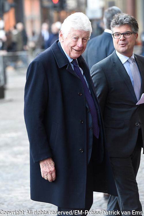 Zijne Majesteit Koning Willem-Alexander en Hare Majesteit Koningin Máxima houden de traditionele Nieuwjaarsontvangst voor Nederlandse genodigden in het Koninklijk Paleis Amsterdam met de aankomst van politici<br /> <br /> op de foto:    Wim Kok
