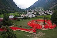 Svizzera,Val Poschiavo: la città di Brusio attravestata dalla ferrovia del bernina.