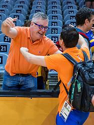 16-08-2016 BRA: Olympic Games day 11, Rio de Janeiro<br /> De Nederlandse volleybalsters staan in de olympische halve finales. In een overtuigende wedstrijd, waarin alleen de derde set werd verloren, was Oranje te sterk voor Zuid-Korea: 25-19, 25-14, 23-25 en 25-20. / Coach Giovanni Guidetti valt in de armen van Theo Hofland