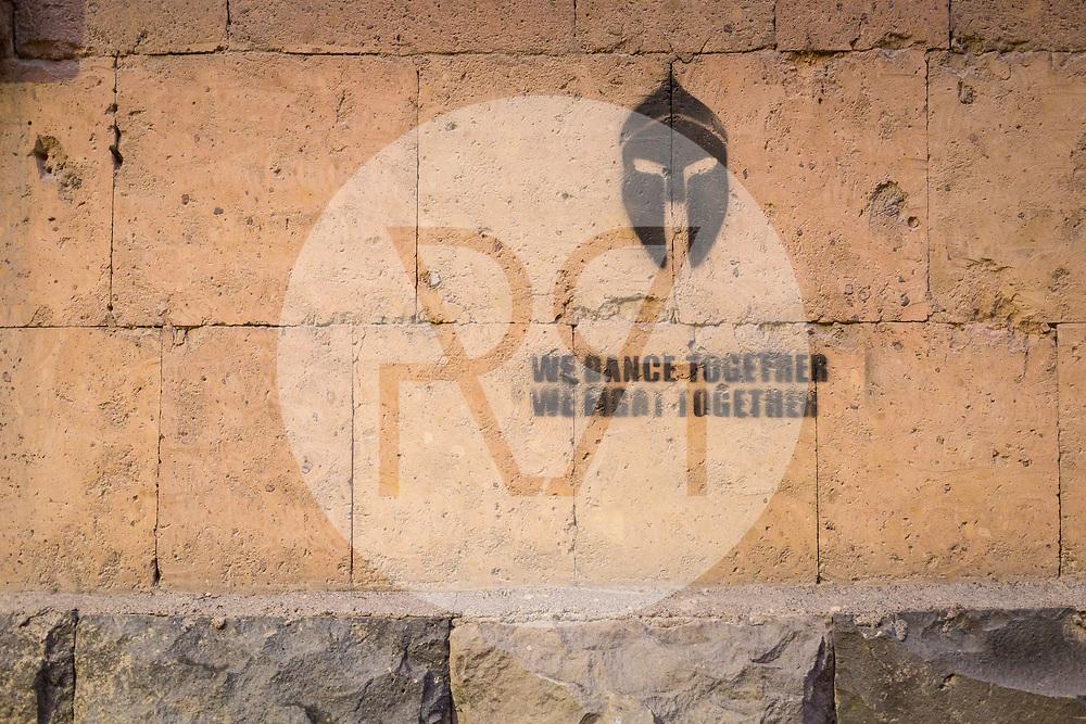 ARMENIEN - JEREWAN - Graffiti 'We Dance Together, We Fight Together' - 08. September 2019 © Raphael Hünerfauth - http://huenerfauth.ch