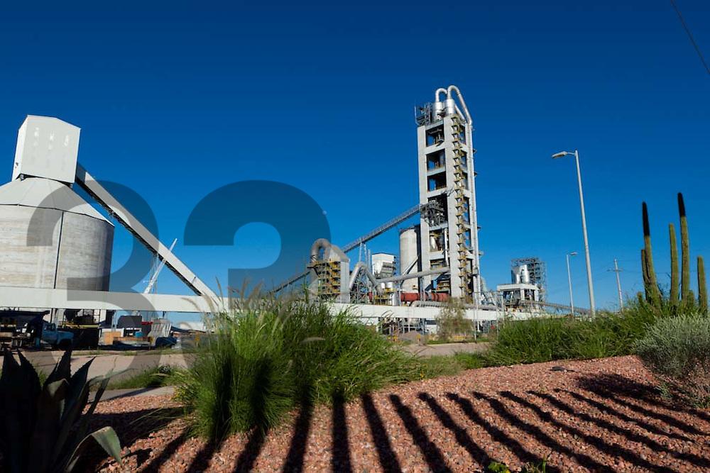 Planta de cemento Hermosillo de Holcim Apasco en la Ciudad de Hermosillo, Sonora, México