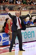 DESCRIZIONE : Campionato 2015/16 Giorgio Tesi Group Pistoia - Grissin Bon Reggio Emilia<br /> GIOCATORE : Menetti Massimiliano<br /> CATEGORIA : Allenatore Coach Mani<br /> SQUADRA : Grissin Bon Reggio Emilia<br /> EVENTO : LegaBasket Serie A Beko 2015/2016<br /> GARA : Giorgio Tesi Group Pistoia - Grissin Bon Reggio Emilia<br /> DATA : 29/11/2015<br /> SPORT : Pallacanestro <br /> AUTORE : Agenzia Ciamillo-Castoria/S.D'Errico<br /> Galleria : LegaBasket Serie A Beko 2015/2016<br /> Fotonotizia : Campionato 2015/16 Giorgio Tesi Group Pistoia - Grissin Bon Reggio Emilia<br /> Predefinita :
