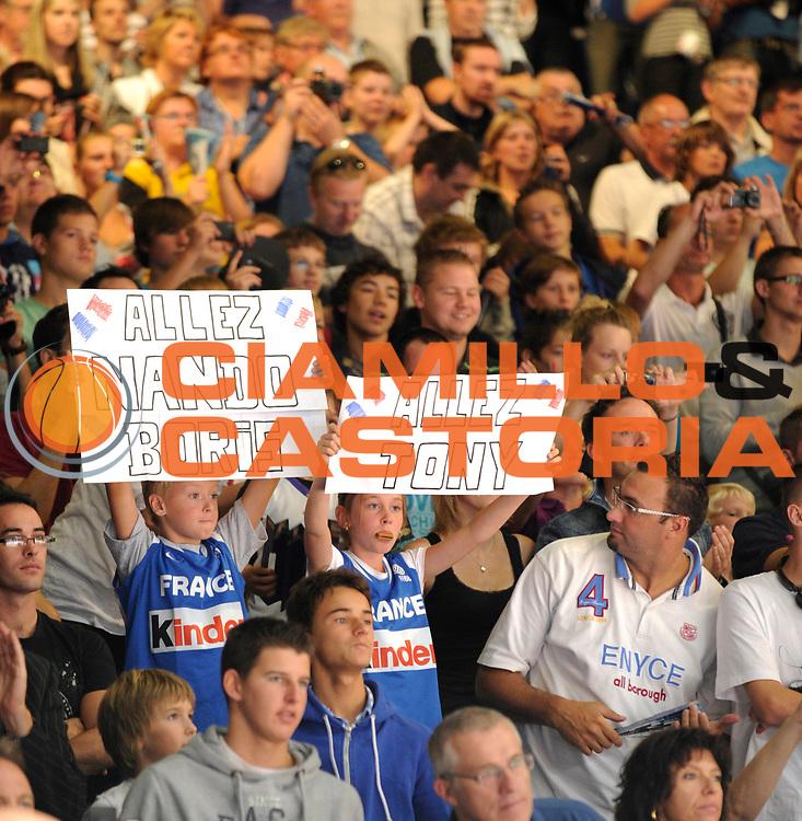 DESCRIZIONE : Equipe de France Homme Preparation Euro Lituanie France Belgique a Lievin<br /> GIOCATORE : Ambiance Lievin<br /> SQUADRA : France Homme <br /> EVENTO : Preparation Euro Lituanie<br /> GARA : France France Belgique<br /> DATA : 27/08/2011<br /> CATEGORIA : Basketball France Homme<br /> SPORT : Basketball<br /> AUTORE : JF Molliere FFBB<br /> Galleria : France Basket 2010-2011 Action<br /> Fotonotizia : Equipe de France Homme Preparation Euro Lituanie France  France Belgique a Lievin<br /> Predefinita :