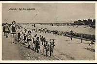 Zagreb : Savsko kupalište. <br /> <br /> ImpresumZagreb : Naklada S. Marković, 1927.<br /> Materijalni opis1 razglednica : tisak ; 8,8 x 13,8 cm.<br /> NakladnikNaklada S. Marković<br /> Mjesto izdavanjaZagreb<br /> Vrstavizualna građa • razglednice<br /> ZbirkaGrafička zbirka NSK • Zbirka razglednica<br /> Formatimage/jpeg<br /> PredmetSava<br /> SignaturaRZG-SAVA-3<br /> Obuhvat(vremenski)20. stoljeće<br /> NapomenaRazglednica je putovala. • Na lijevoj strani savske obale bila su podignuta četiri kupališta: Huttererovo kupalište (kasnije Gosparićevo, izgrađeno 1883.), Gradsko (izgrađeno 1921. godine), Trnjansko (izgrađeno 1865. godine, također Hutterevo) i Vojničko (izgrađeno 1880. godine).<br /> PravaJavno dobro<br /> Identifikatori000954829<br /> NBN.HRNBN: urn:nbn:hr:238:432634 <br /> <br /> Izvor: Digitalne zbirke Nacionalne i sveučilišne knjižnice u Zagrebu