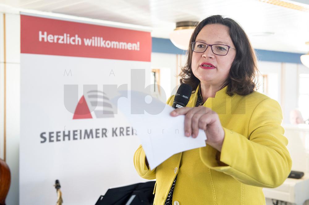 05 JUN 2018, BERLIN/GERMANY:<br /> Andrea Nahles, SPD Partei- und Fraktionsvorsitzende, spricht zu den Teilnehmern der Spargelfahrt des Seeheimer Kreises der SPD, Anleger Wannsee<br /> IMAGE: 20180605-01-125<br /> KEYWORDS: Rede, speech