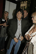 Ronnie Wood, Ronnie Wood, private view. Scream, 34 Bruton Street, London, W1, 23 August 2006. ONE TIME USE ONLY - DO NOT ARCHIVE  © Copyright Photograph by Dafydd Jones 66 Stockwell Park Rd. London SW9 0DA Tel 020 7733 0108 www.dafjones.com