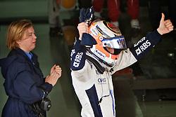 O piloto alemão da Williams Nico Hulkenberg comemora após conquistar a pole position no Grande Prémio do Brasil de Fórmula 1, em Interlagos, São Paulo. FOTO: Jefferson Bernardes/Preview.com