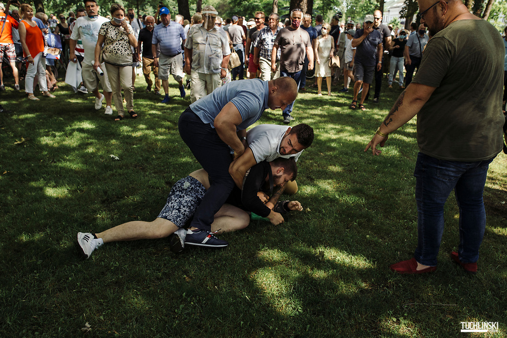 Suwalki. Poland; 22.06.2020 <br /> Rafal Trzaskowski (C), the current Mayor of Warsaw and Civic Platform's candidate for Presidency of Poland, seen during his visit to Suwalki. <br /> Traskowski's supporters arrest the perpetrator of the attack (with a bottle of Domestos fluid) to hand him over to the police.<br /> Photo by Adam Tuchlinski for Die Zeit