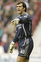 Photo: Aidan Ellis.<br /> Sheffield United v Chelsea. The Barclays Premiership. 28/10/2006.<br /> Chelsea keepr Henrique Hilario gives out orders to his team mates