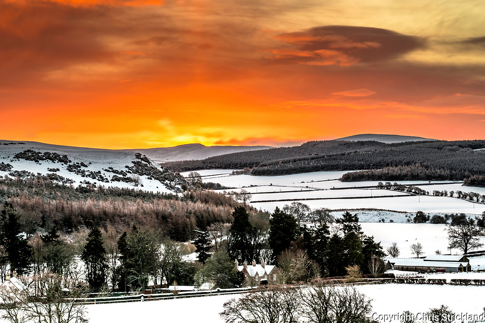 Oxnam, Jedburgh, Scottish Borders, UK. 18th January 2018. A wintry landscape begins to light up over Bloodylaws hill near Oxnam village in the Scottish Borders.