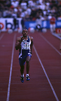 Friidrett. Frankie Fredericks fra Namibia løper 100 meter under Bislett Games 1998. Foto: Digitalsport.