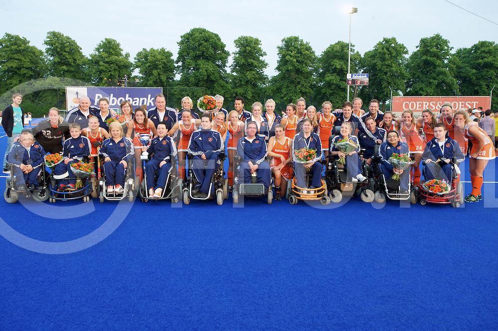 ARNHEM - Rolstoel Europees kampioen<br /> Foto: Team foto met het Nederlandse vrouwen team.<br /> FFU PRESS AGENCY COPYRIGHT FRANK UIJLENBROEK