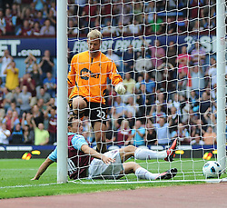 21.08.2010, Boleyn Ground, London, ENG, PL, West Ham United vs Bolton Wanderers, im Bild Mark Noblehas has just taken a penalty and scores and then slides back in the goal past Ádám Bogdán making it 2-1..West Ham vs Bolton.English Championship. EXPA Pictures © 2010, PhotoCredit: EXPA/ IPS/ Daniel Cawthorne +++++ ATTENTION - OUT OF ENGLAND/UK +++++ / SPORTIDA PHOTO AGENCY