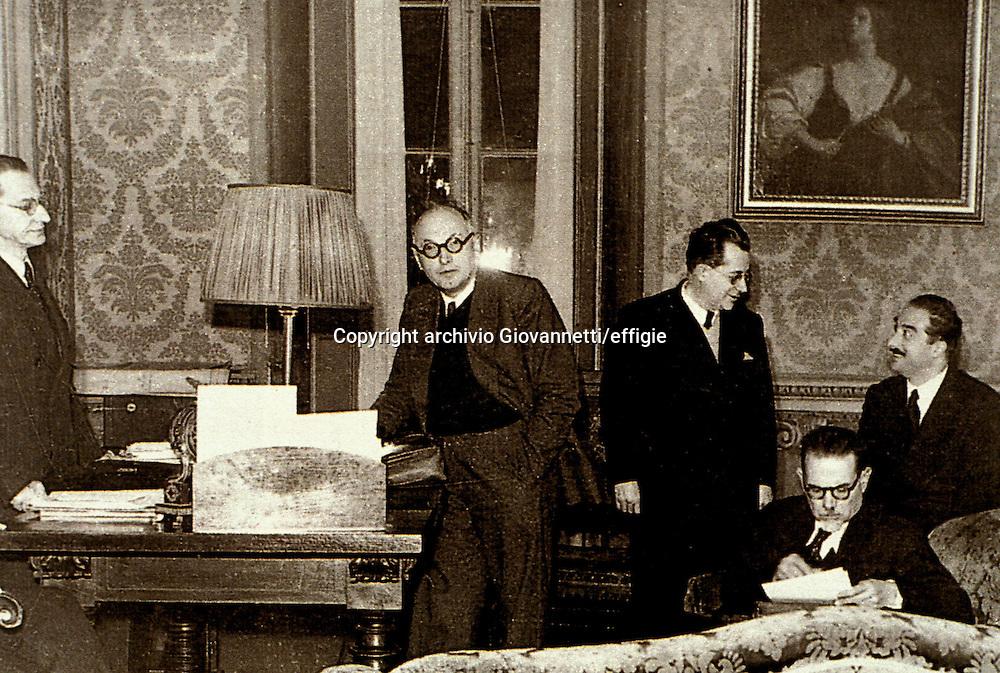 Alcide De Gasperi, Pietro Nenni, Palmiro Togliatti, Lussu, Cattani<br />archivio Giovannetti/effigie