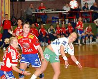 Håndball damer, Trondheim 14.04.04<br />Byåsen – Våg, Marte florholmen, Kari Marie Aftret Ready, Beate Bang Grimestad<br />Foto: Carl-Erik Eriksson, Digitalsport