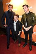 Uitreiking van 100% NL Awards 2015, de prijzen voor De Muziek van Nederland.<br /> <br /> Op de foto:   Nielson en Nick Schilder met Roel van Velzen