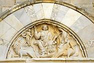 France, Languedoc Roussillon, Hérault, Palavas-les-Flots, cathedrale de Maguelone, tympan du portail d'entrée, 13e S.
