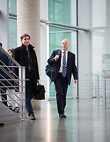 DEU, Deutschland, Germany, Berlin, 27.09.2017: Anton Friesen (MdB, AfD) und Robby Schlund (MdB, AfD) auf dem Weg zur Fraktionssitzung der AfD-Bundestagsfraktion im Deutschen Bundestag.