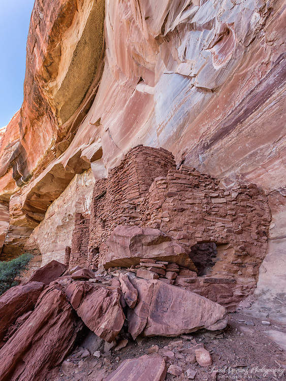 Ancient Anasazi native American ruins at the Wapatki Heritage site near Sedona, AZ.