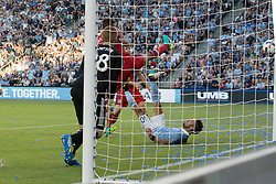 July 29, 2017 - Kansas City, Kansas, U.S - Sporting KC midfielder Benny Feilhaber #10 bicycle kicks/scores a goal during the last 2 minutes of the first half of the game against the defense of goalkeeper Matt Lampson #28. (Credit Image: © Serena S.Y. Hsu via ZUMA Wire)