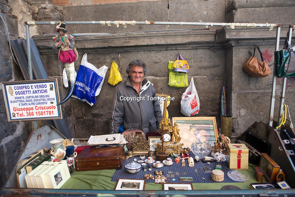 second hand goods vendor in naples