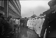15/04/1966<br /> 04/15/1966<br /> 15 April 1966<br /> Unveiling of Plaque at Boland's Mills. President Eamon de Valera unveils a plaque to commemorate the 1916 Rising at Bolands Mills, where he was Commandant during the insurrection. Image shows the bakers and workers from Bollards at the ceremony.
